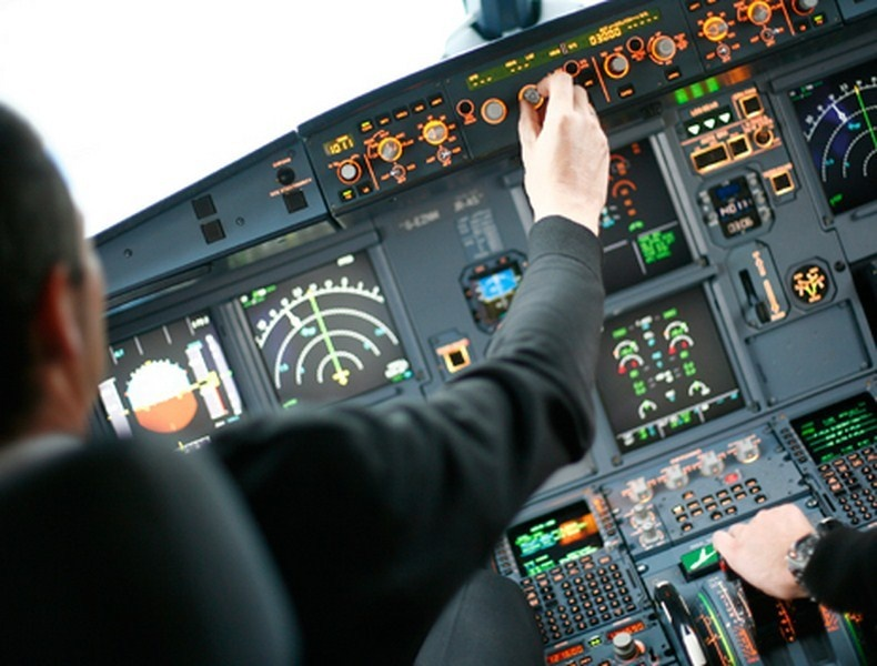 Sicurezza aerei, basta un'app per realizzare un dirottamento durante il volo