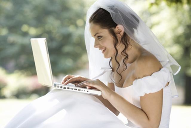 Le nozze nell'era del web: anche le partecipazioni diventano 2.0
