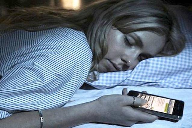 Insonnia giovanile, la causa sono smartphone, tablet e computer