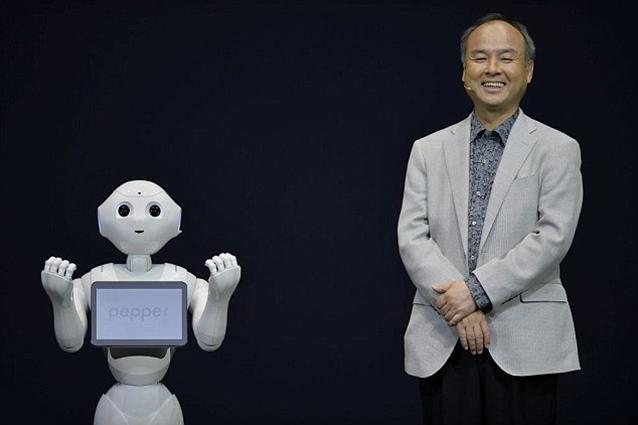 Pepper, il primo robot a riconoscere le emozioni sarà in vendita entro il 2015 [VIDEO]