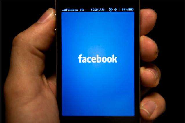 Facebook, gli utenti crescono ancora ma lo si usa sempre più da Mobile