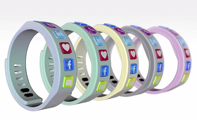 Hicon, il braccialetto per diventare amici su Facebook 'con un cinque' [VIDEO]
