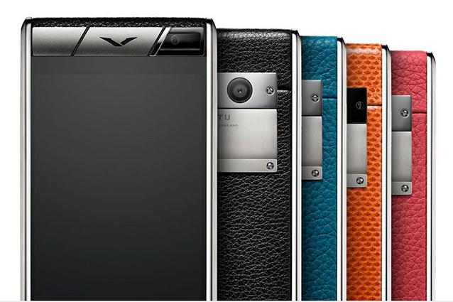 Ecco il Vertu Aster, lo smartphone da 7mila euro con scocca in titanio e pelle di struzzo