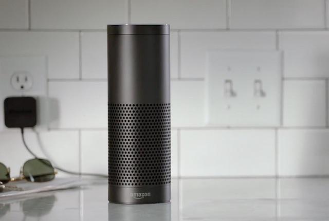 Amazon Echo, un altoparlate dotato di assistente vocale per la casa