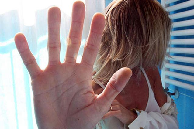 Carica le foto dell'ex moglie su YouPorn, imprenditore italiano a processo