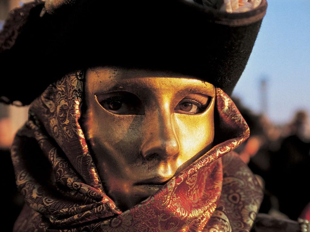 Organizzare il Carnevale in una città italiana... magari in maschera