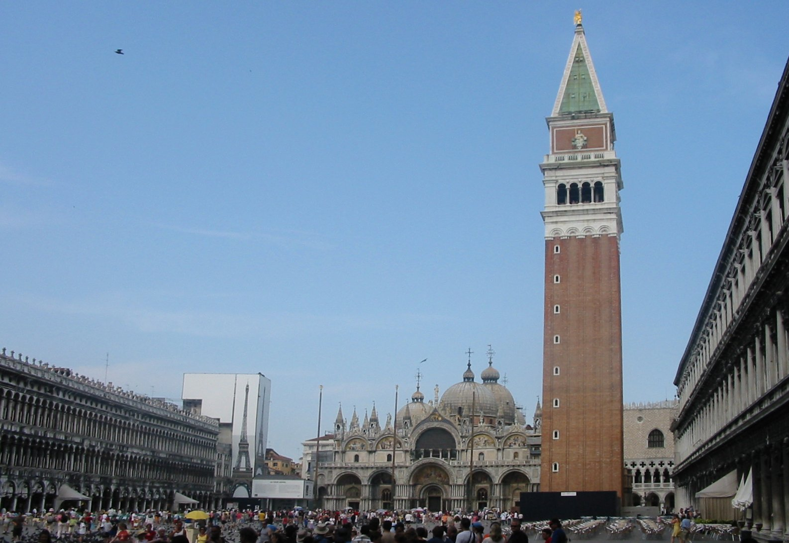 Carnevale di Venezia 2011: il volo del'angelo