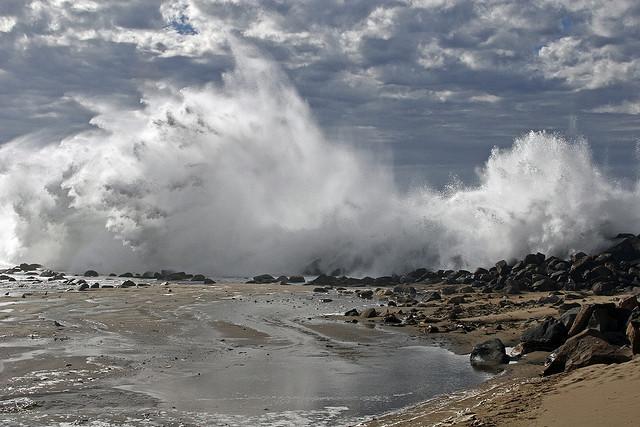 mare-tempesta-rocce.jpg (640×427)