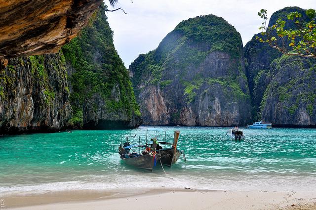 barca Maya Bay