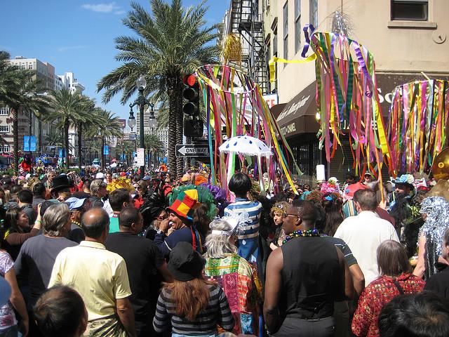 Folla al Carnevale di New Orleans