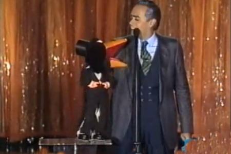 Il corvo Rockfeller e José Luis Moreno sul palco dell'Ariston (VIDEO)
