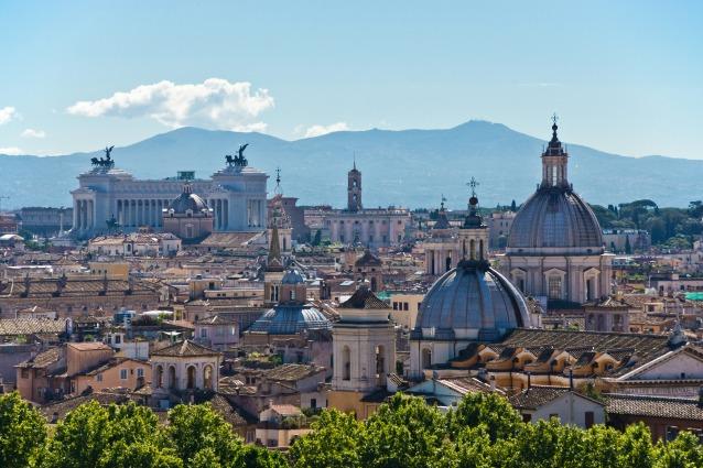 Via dei Condotti, via del Babuino: ecco come sono nati i nomi delle strade di Roma