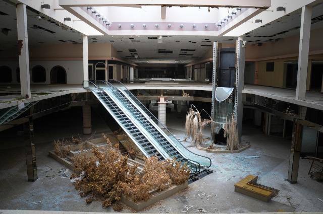La morte dei centri commerciali: i 10 mall abbandonati più spettrali del mondo