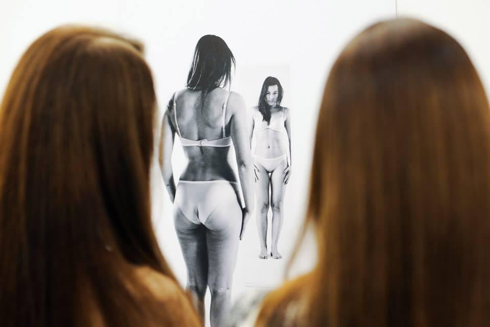WE.WOMEN: donne allo specchio per imparare ad amare il proprio corpo