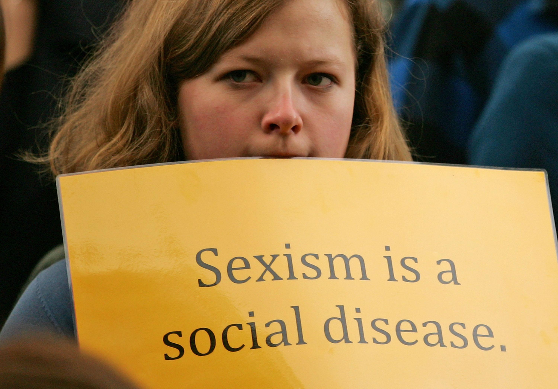 Le 10 leggi contro le donne più assurde al mondo (FOTO)