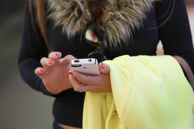 Ecco gli esilaranti sms che le mamme inviano ai propri figli (FOTO)