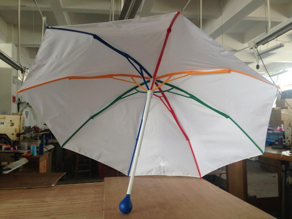 L'ombrello riciclabile che si piega ma non si spezza (FOTO)