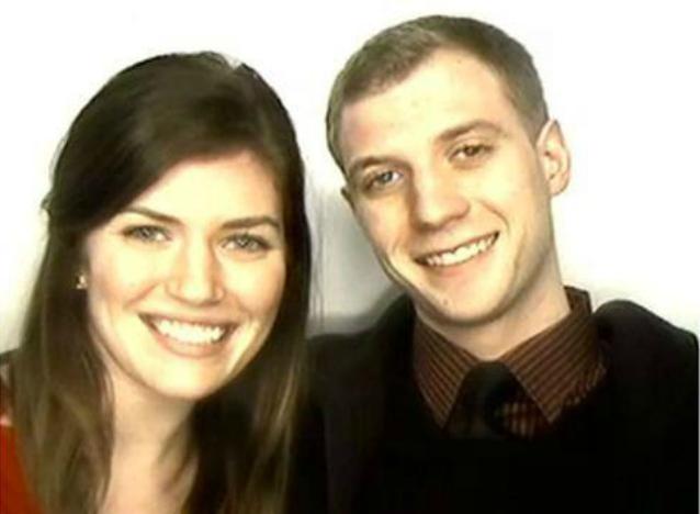 Le chiede di sposarlo in una cabina per fototessere: la dolce proposta di Kevin (VIDEO)