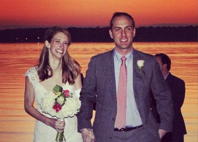 Le rimane un mese di vita e il fidanzato le regala un matrimonio da sogno