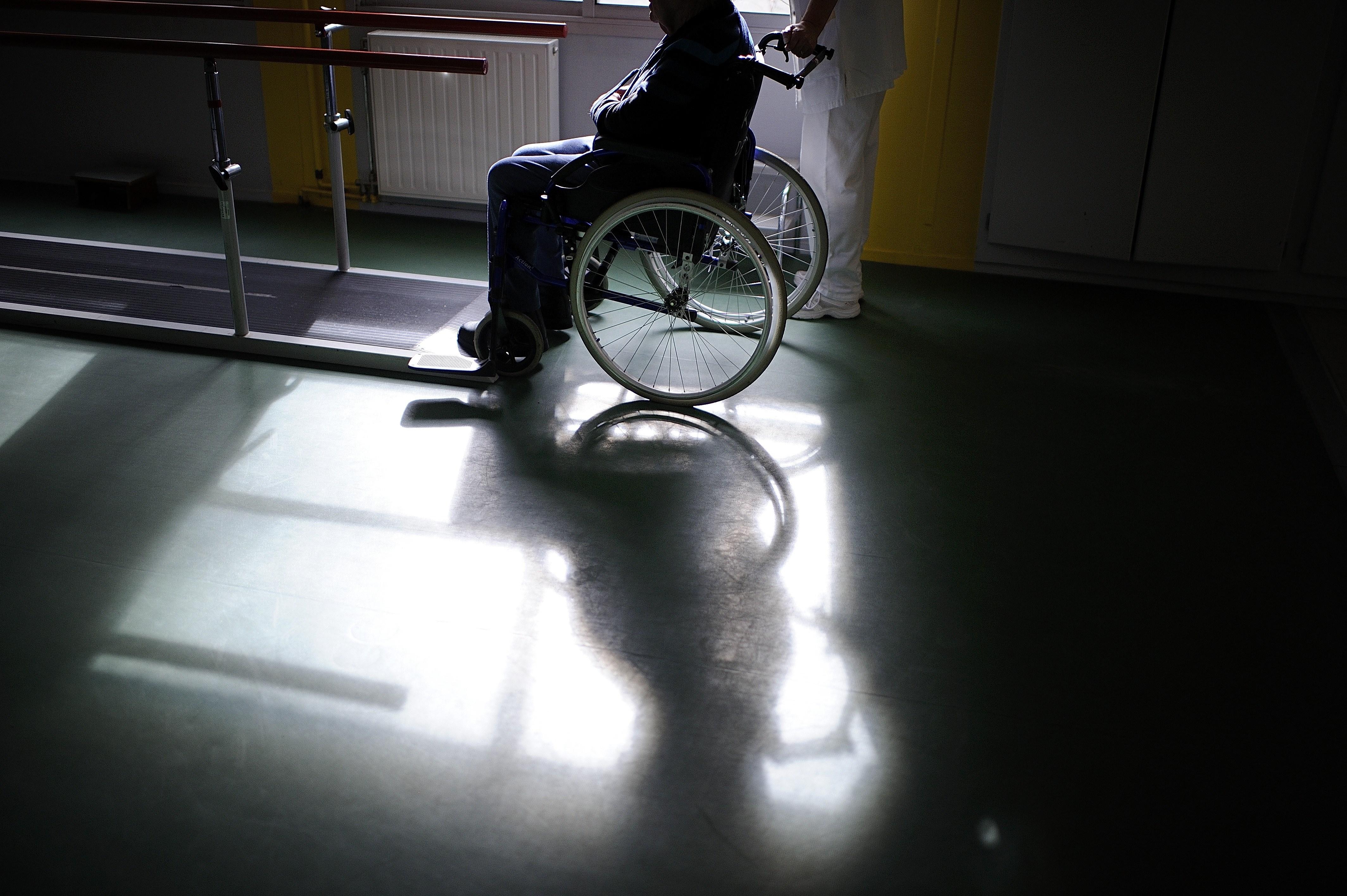 Ha una paralisi cerebrale e scrive un libro di 60 mila parole col piede sinistro