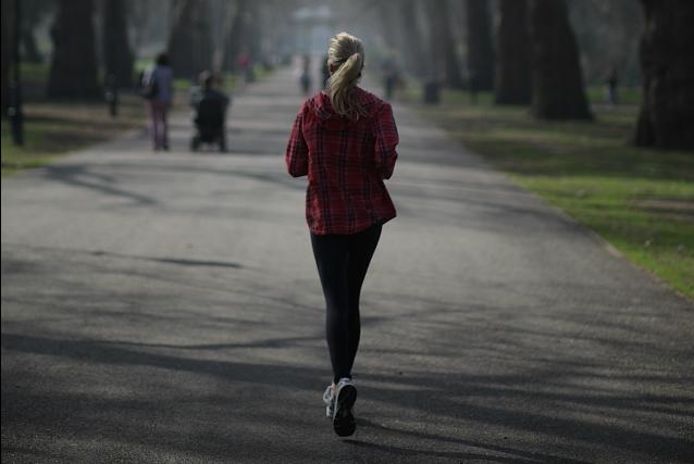 Amava fare jogging, ma la polmonite le causa l'amputazione di dita e gambe