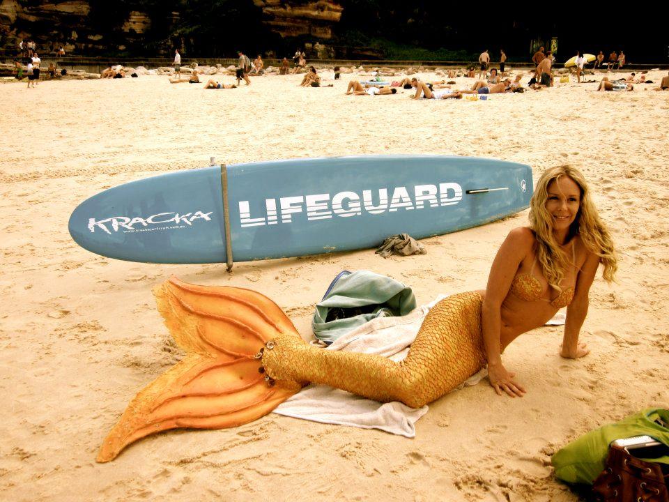 Kazzie, la sirena che nuota sott'acqua per 5 minuti: ecco la sua storia