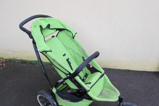 """Vende all'asta un passeggino """"verde vomito"""" e guadagna più di 200 mila euro"""
