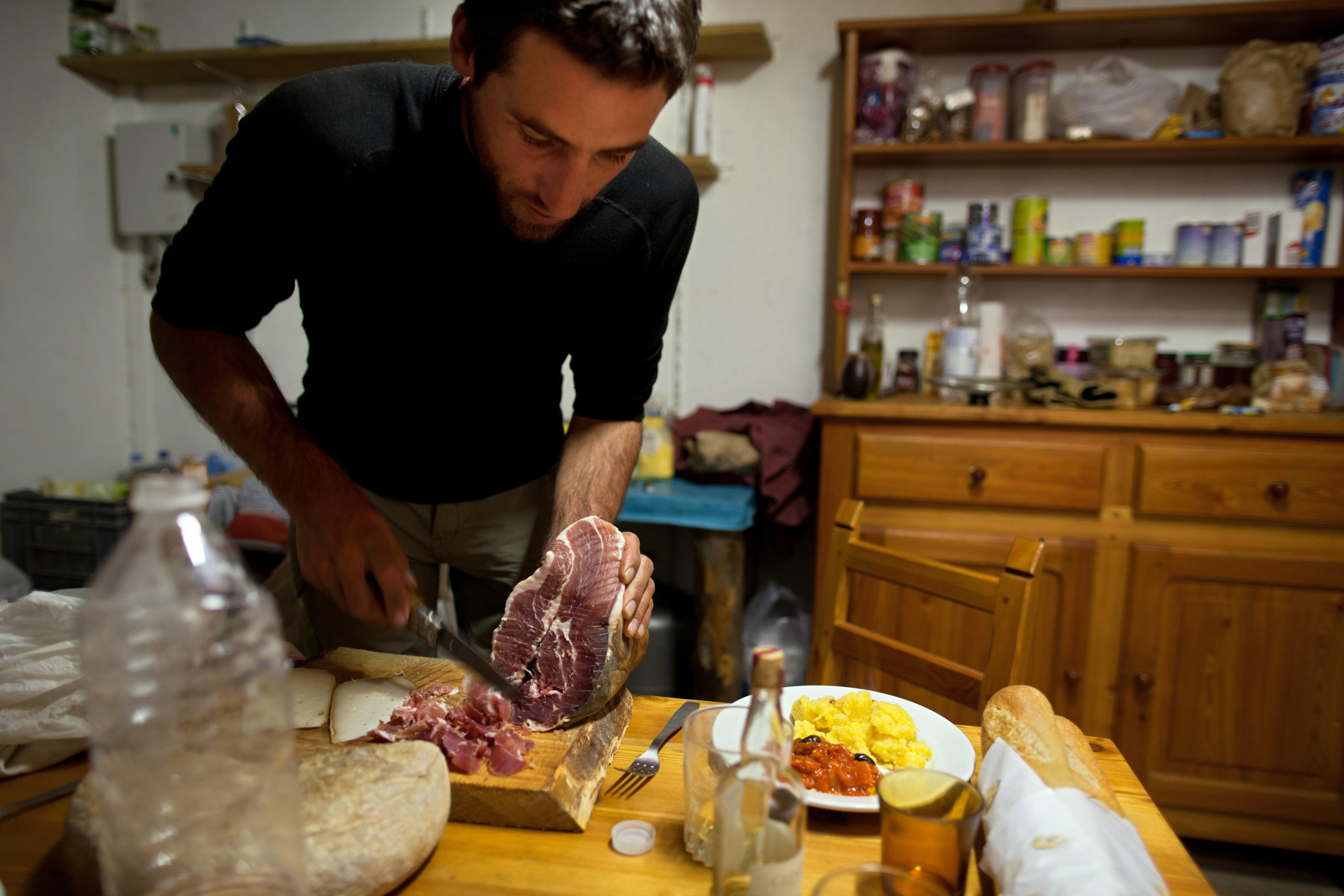"""Trasformare casa in un ristorante: la nuova moda del """"social eating"""""""