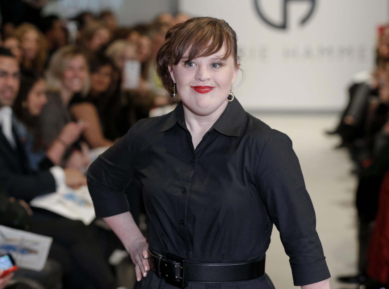 Jamie Brewer, la prima modella Down sfila alla New York Fashion Week (FOTO)