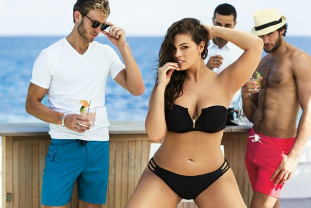 "Ashley, la prima modella curvy in bikini: ""Le mie forme sono sexy e ne vado fiera"" (VIDEO)"