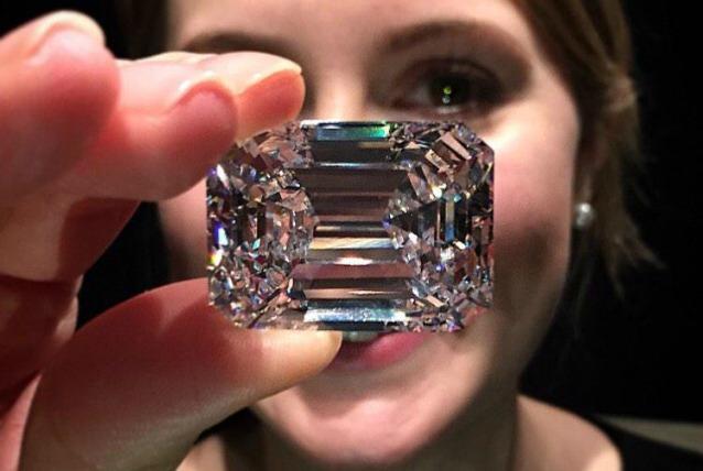 Messo all'asta un diamante di 100 carati: vale circa 19 milioni di dollari