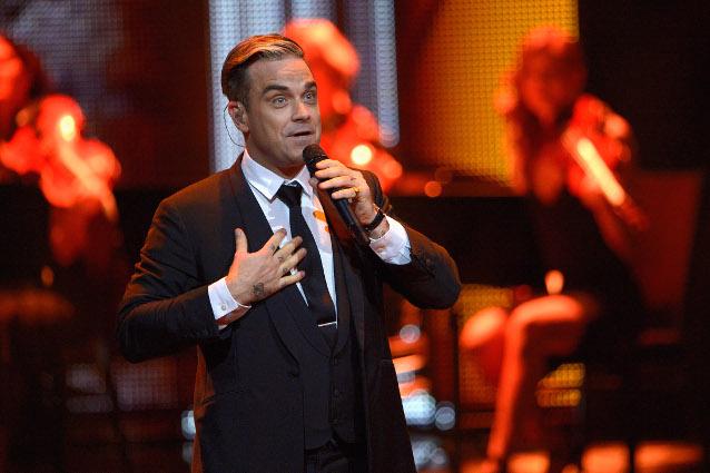 Robbie Williams si mette a nudo per l'uscita di una raccolta di canzoni inedite