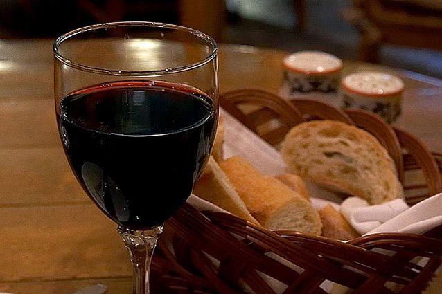 La sostanza contenuta nel vino e nel cacao che fa bene alla salute