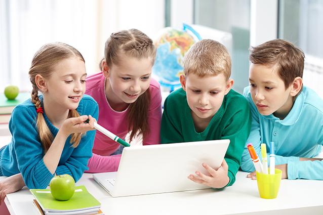 Finlandia, abbandonata la scrittura a mano nelle scuole: solo tastiere