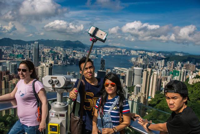 Selfie, boom di vendite per il bastone che facilita gli autoscatti