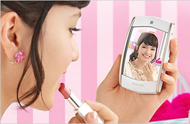 Kawaii Selfie by Mirror Cam, la macchina fotografica di Casio dotata di specchio per i selfie