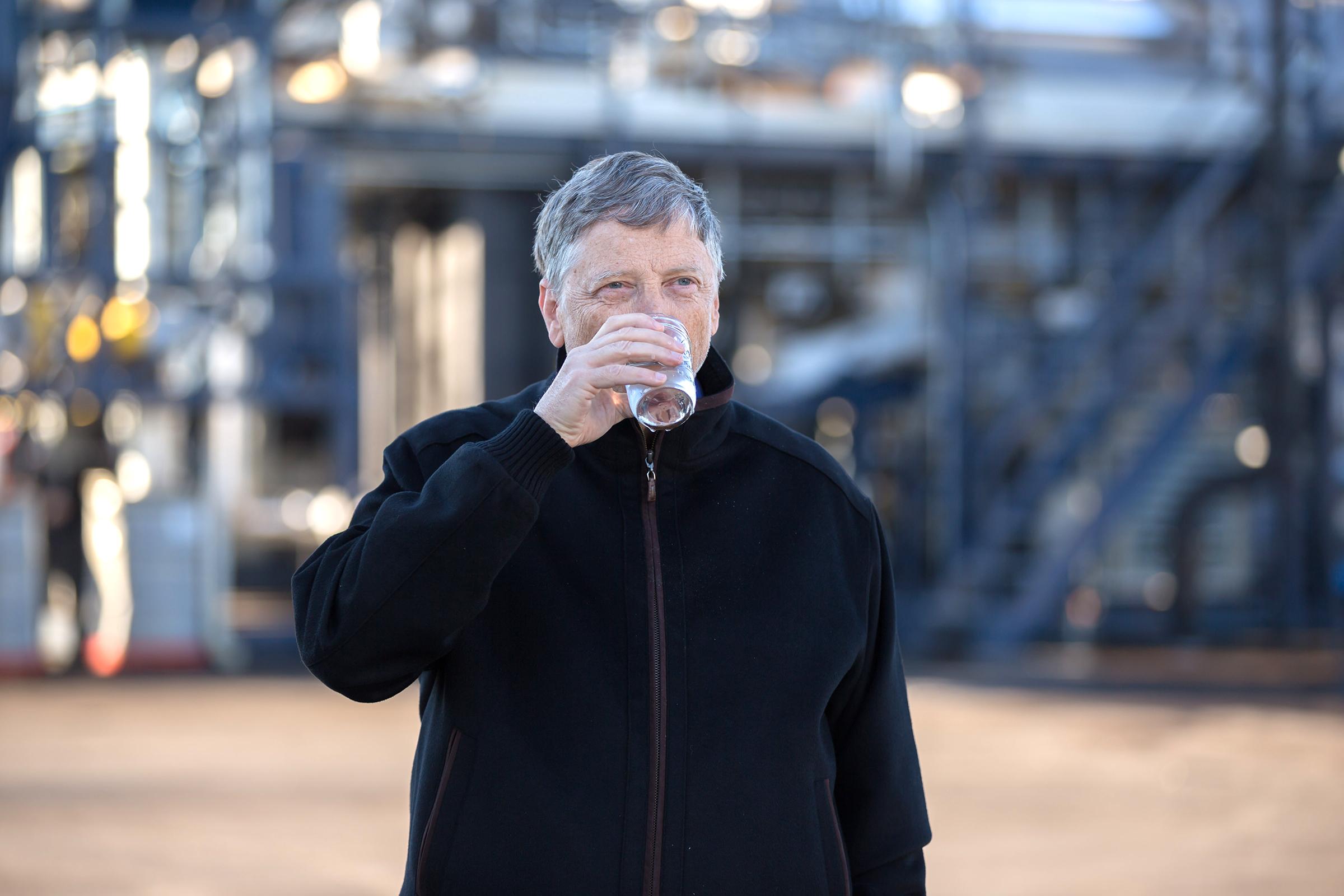 Janicki Omniprocessor, il macchinario di Bill Gates che trasforma le feci in acqua potabile
