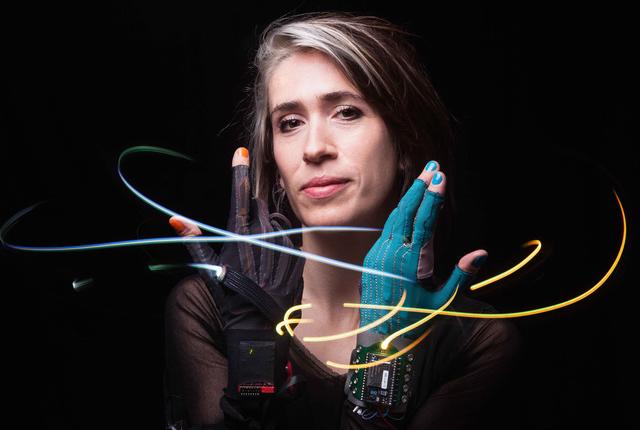Mi.Mu, i guanti tecnologici per creare musica