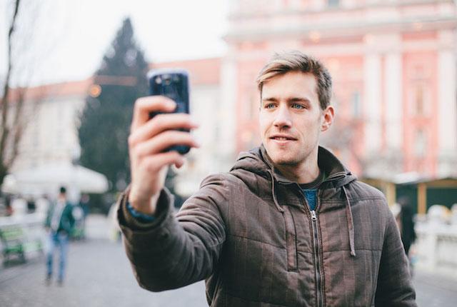 Gli uomini ossessionati dai selfie hanno tendenze psicopatiche